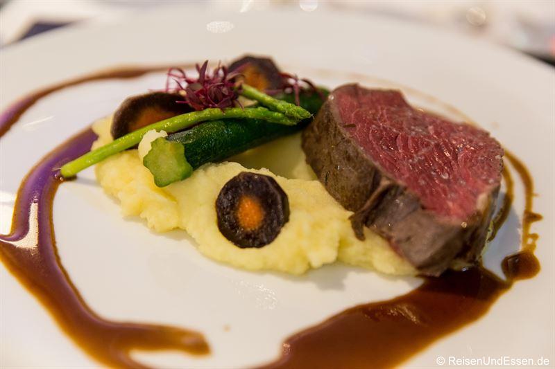 Rinderfilet auf Kartoffel-Sellerie-Püree bei Taste Moments im Maritim München