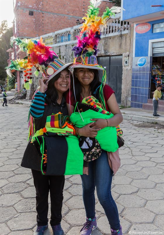 Bolivianische Frauen in Copacabana