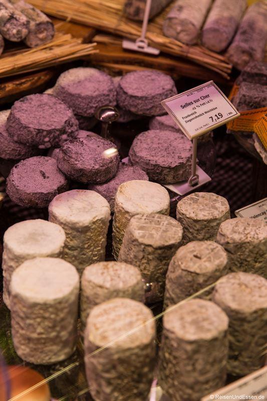 Angebot an Käse im Frischeparadies