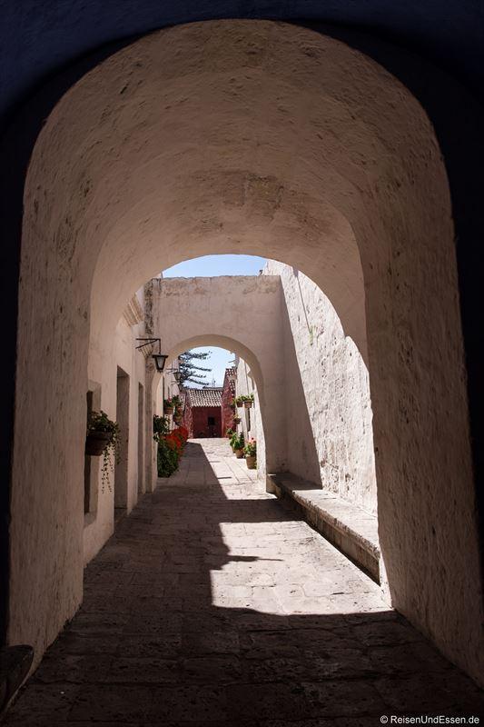 Weg im Kloster Santa Catalina in Arequipa