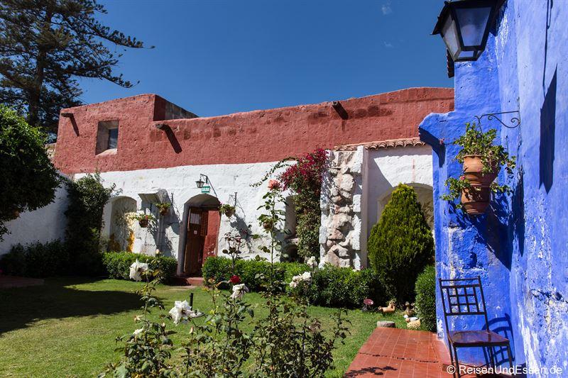 Garten mit Cafe im Kloster Santa Catalina in Arequipa