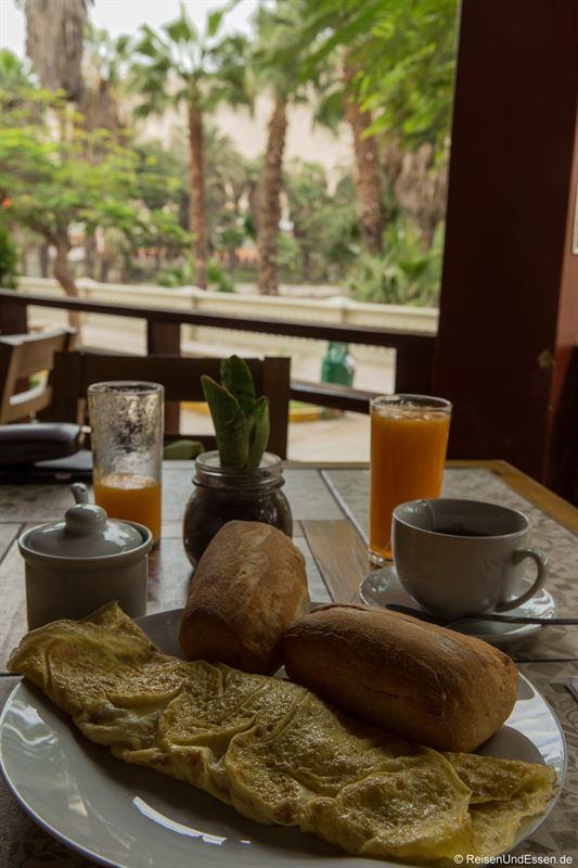 Omelette zum Frühstück in Huacachina