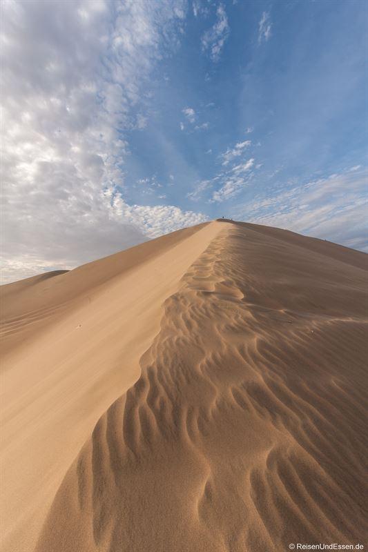 Aufstieg auf eine Sanddüne in Huacachina