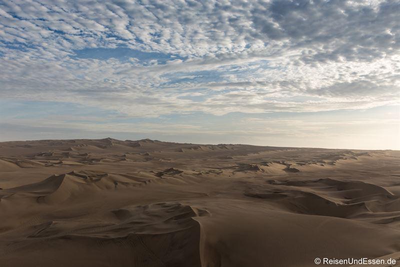 Sanddünen in Huacachina zum Sonnenuntergang