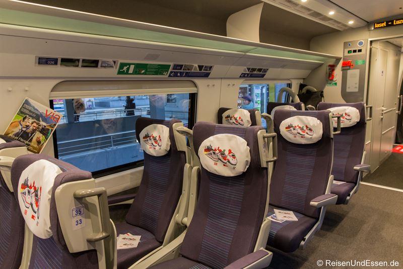 Sitzreihe der 1. Klasse im ETR 610