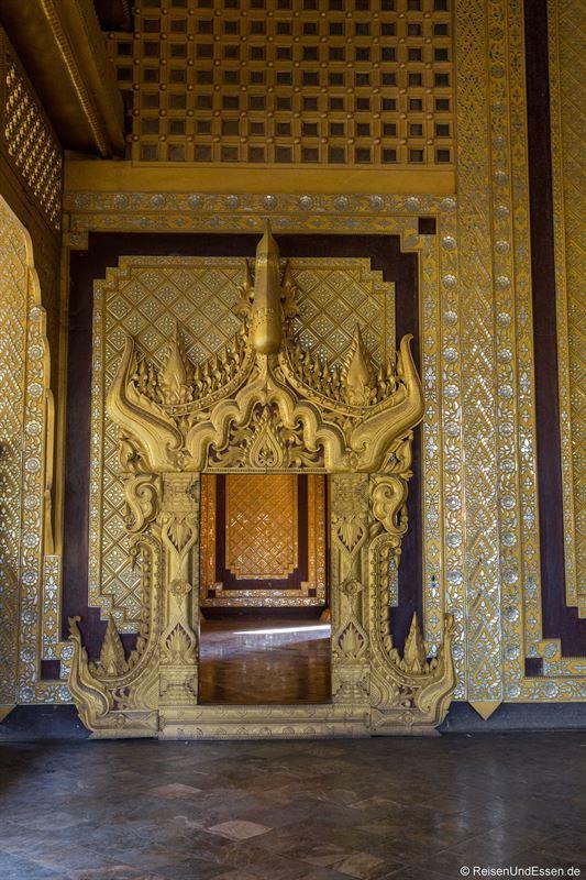 Durchgang im Thron im Kanbawzathadi Palast in Bago