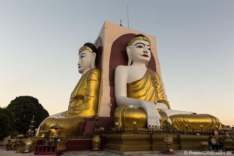 Vier sitzende Buddhas von Kyaikpun in Bago