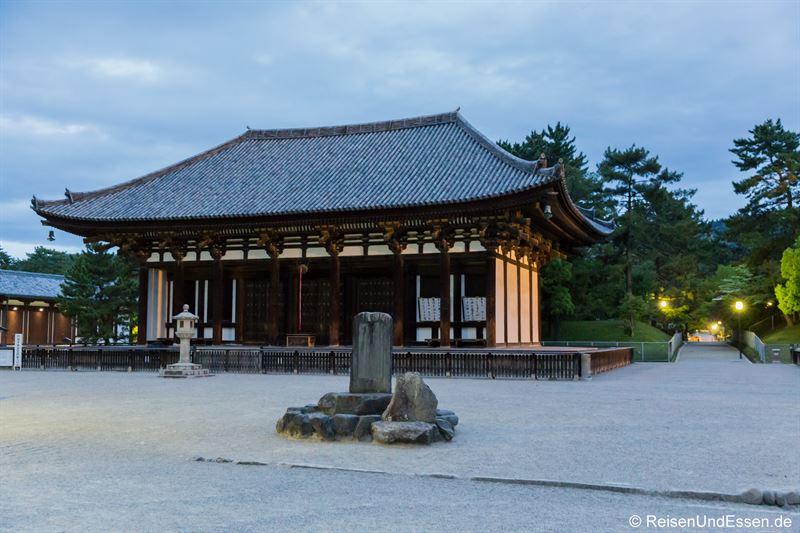 Tempel Kofukuji in Nara bei Nacht