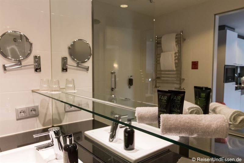 Badezimmer im Adina Apartment Hotel Berlin Mitte