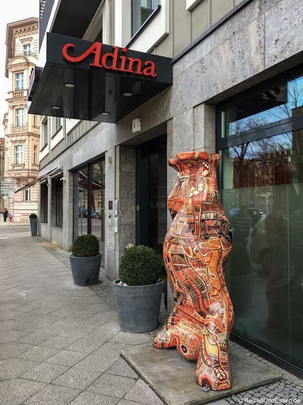 Eingang zum Adina Apartment Hotel Berlin Mitte