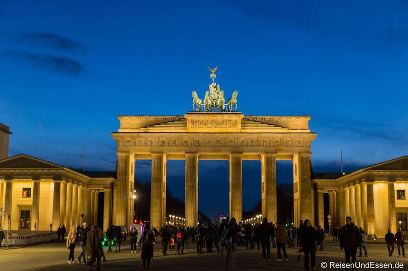 Brandenburger Tor in Berlin zur blauen Stunde