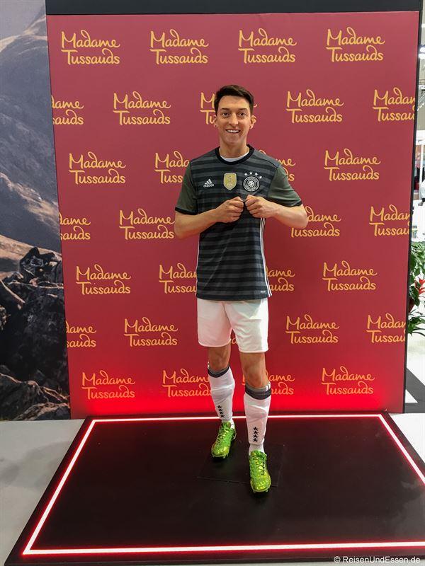 Mesut Özil auf der ITB in Berlin beim Stand von Madame Tussauds