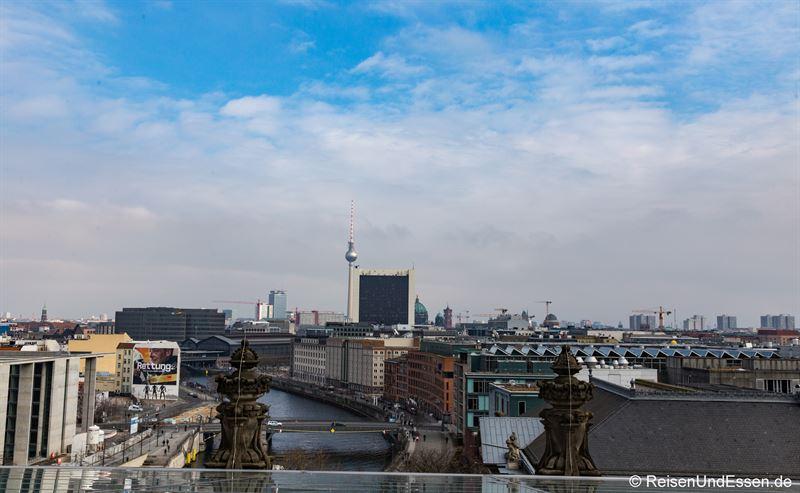 Blick vom Reichstag in Richtung Osten mit Berliner Fernsehturm