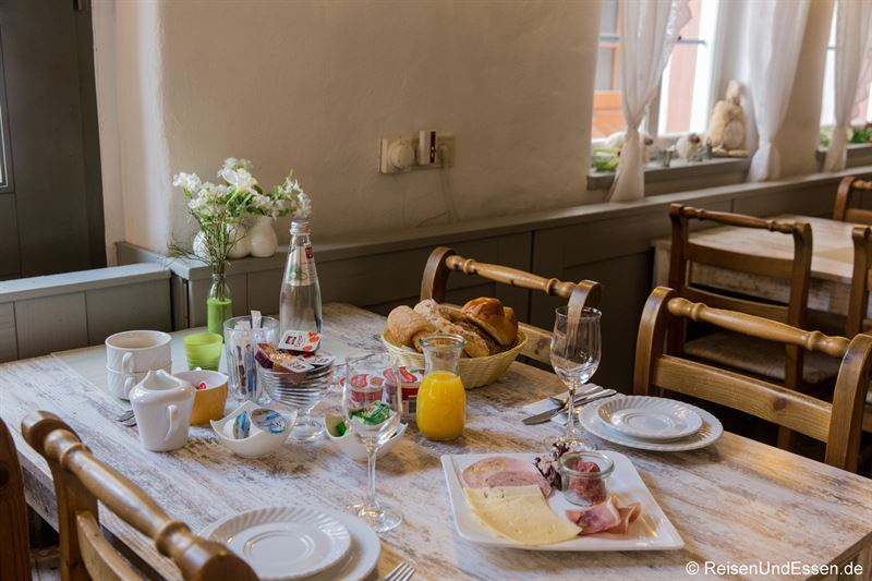 Frühstück im Landhotel Alte Schmiede in Prichstenstadt