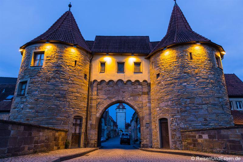 Westtor in Prichsenstadt zur blauen Stunde