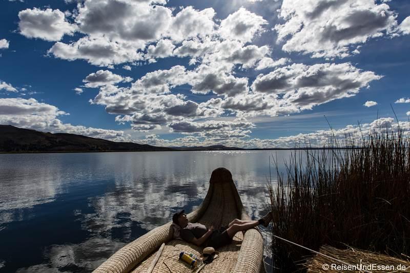 Relaxen auf den schwimmenden Inseln der Uros im Titicacasee