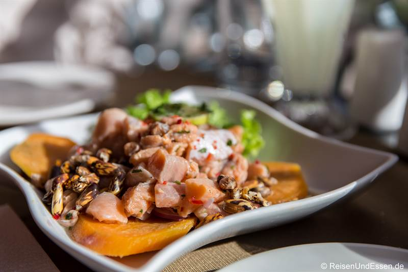 Ceviche mit Forelle im Mojsa Restaurant in Puno