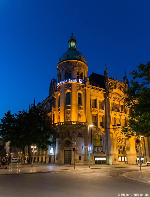 Deutsche Bank bei Nacht in Hannover
