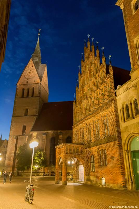 Marktkirche und altes Rathaus zur blauen Stunde