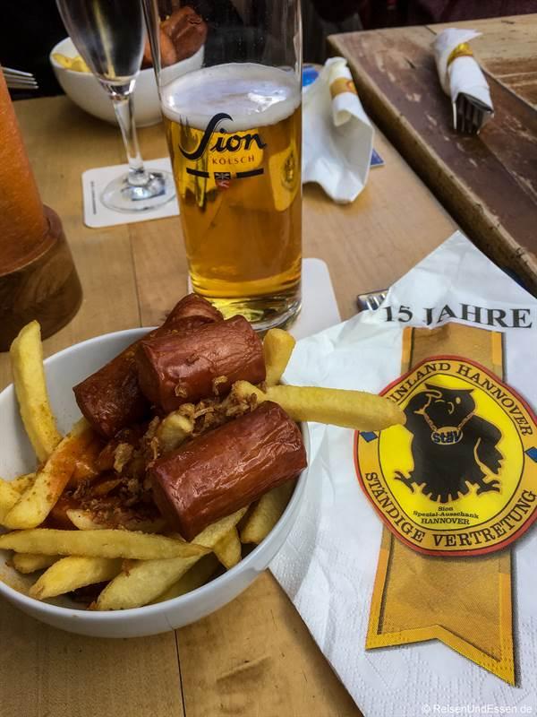 Currywurst mit Pommes - Hannover Nascht