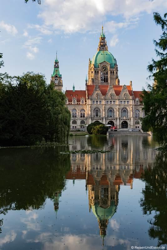 Neues Rathaus mit Maschteich