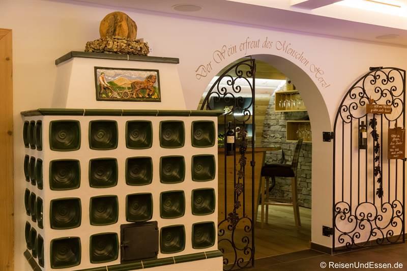 Kachelofen und Weinstube im Hotel Marten