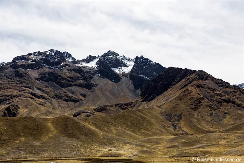 Schneebedeckte Berge bei Abra La Raya