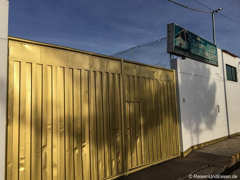 Eingang zur Busstation Turismo Mer in Puno