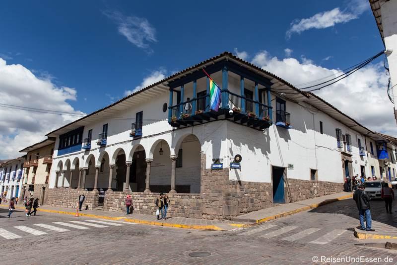Haus mit Arkaden im historischen Zentrum in Cusco