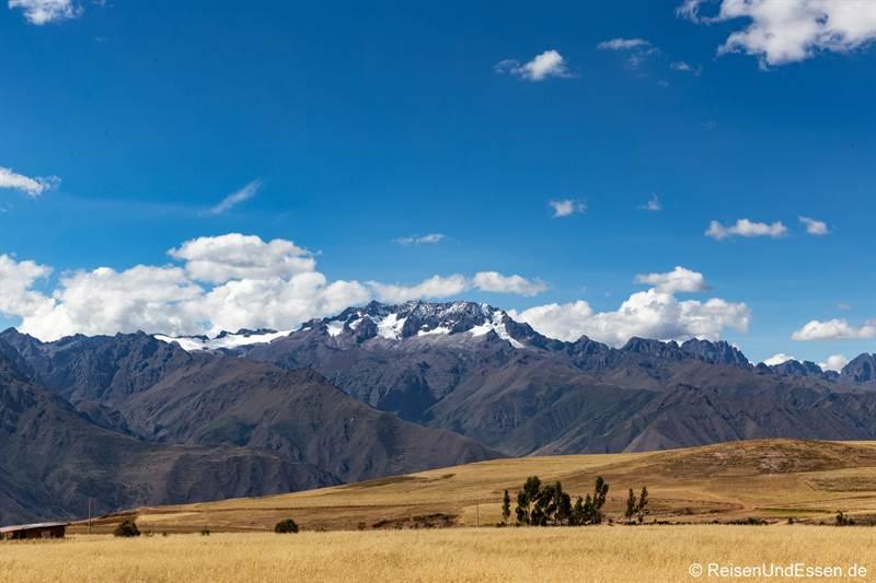 Blick von Maras auf die Berge