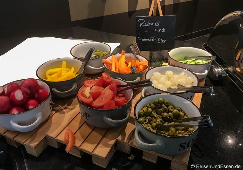 Gemüse beim Frühstück-Buffet im Mercure Hotel Stuttgart City Center