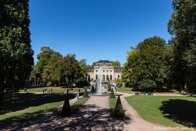 Blick auf Schlossgarten und Orangerie vom Maritim Hotel Fulda