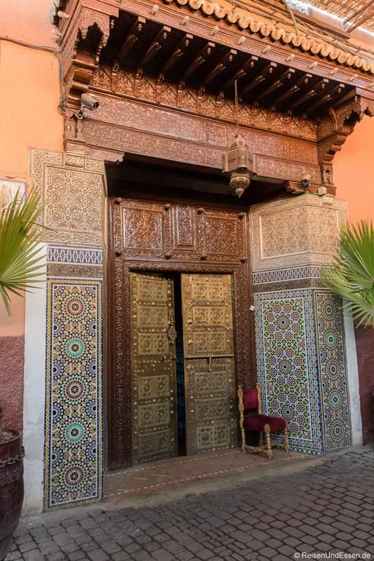Schmuckvolle Türe in Marrakesch