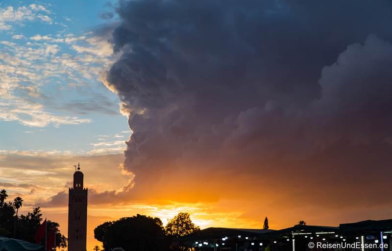Sonnenuntergang bei der Koutoubia Moschee in Marrakesch