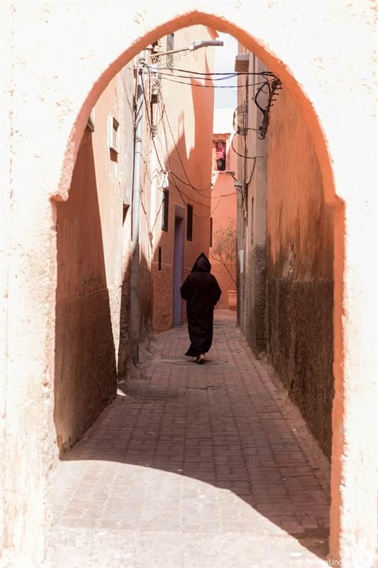 Marrokaner in den Souks von Marrakesch