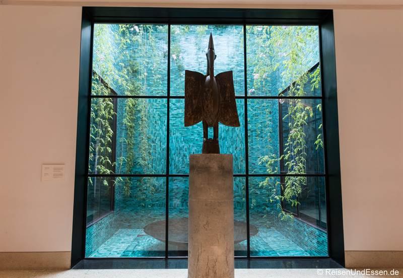 Skulptur im Museum von Yves Saint Laurent in Marrakesch
