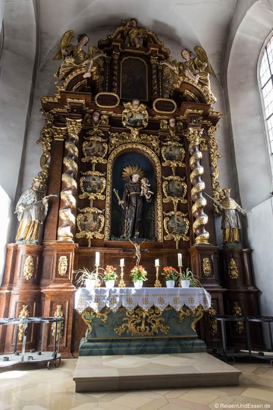 Altar in der Wallfahrtskriche auf dem Kreuzberg