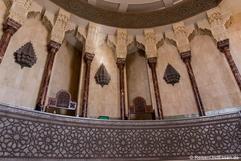 Aufgang in der Hassan II Moschee in Casablanca