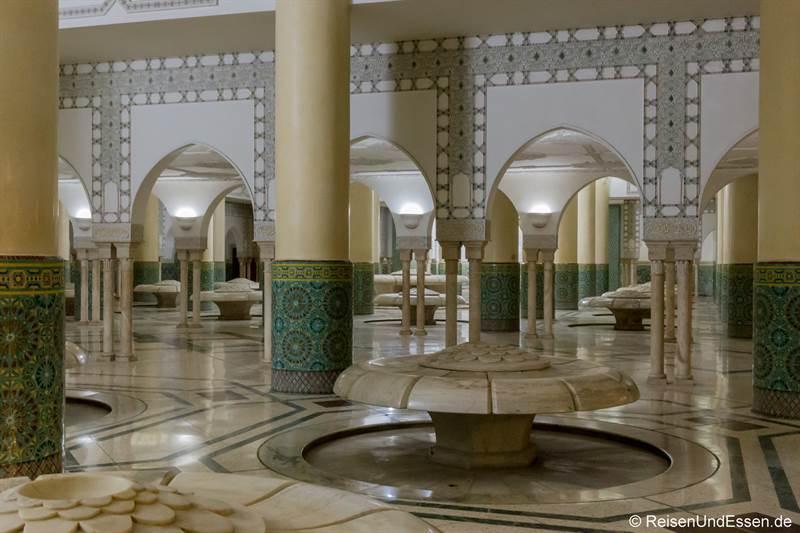 Räumlichkeit zum Waschen der Füsse in der Hassan II Moschee
