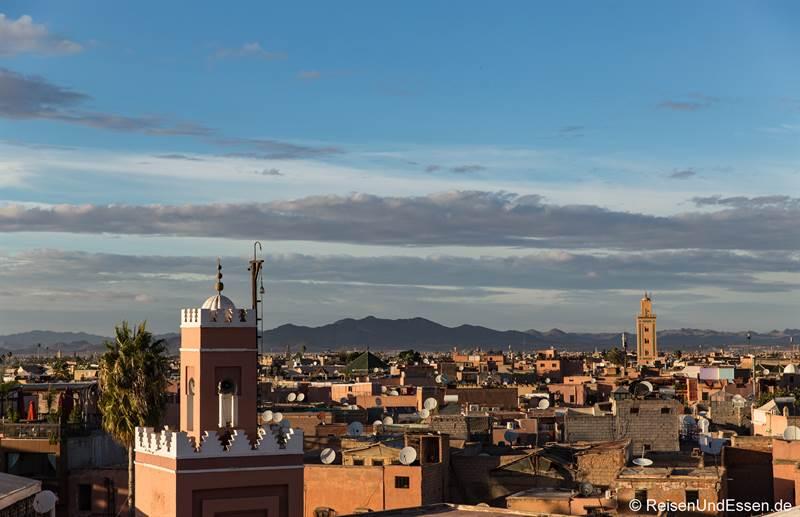 Blick vom Cafe de France auf Marrakesch