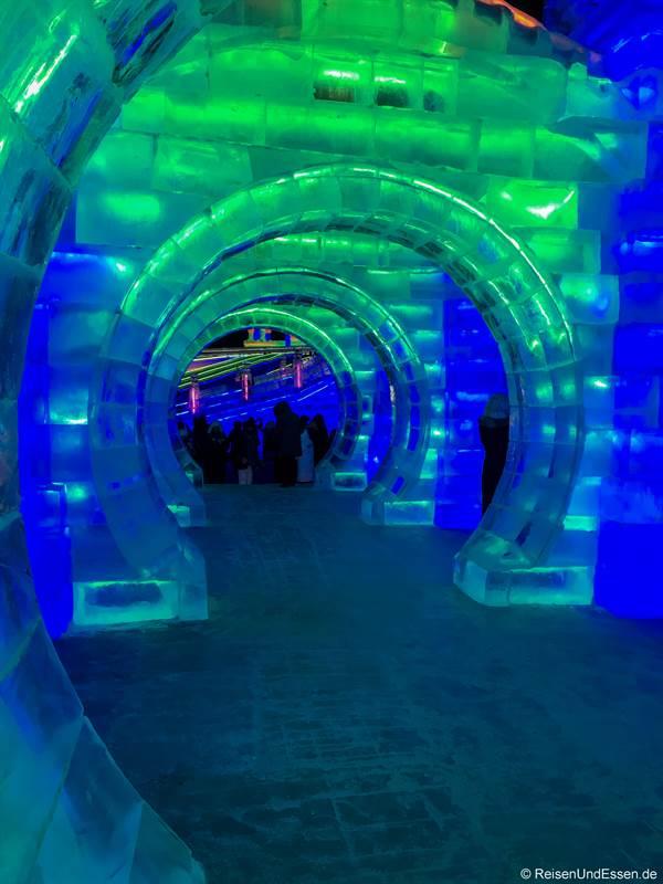 Tunnel beim Eisfestival in Harbin