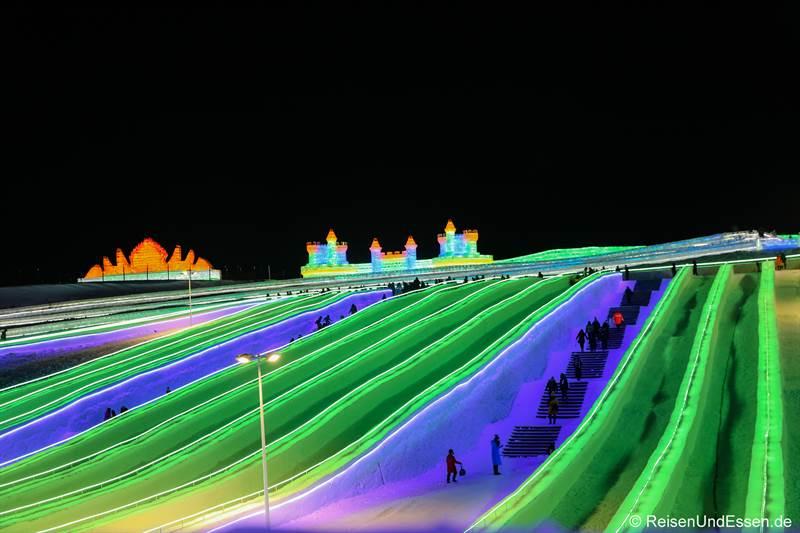 Hang zum Rodeln beim Eisfestival in Harbin