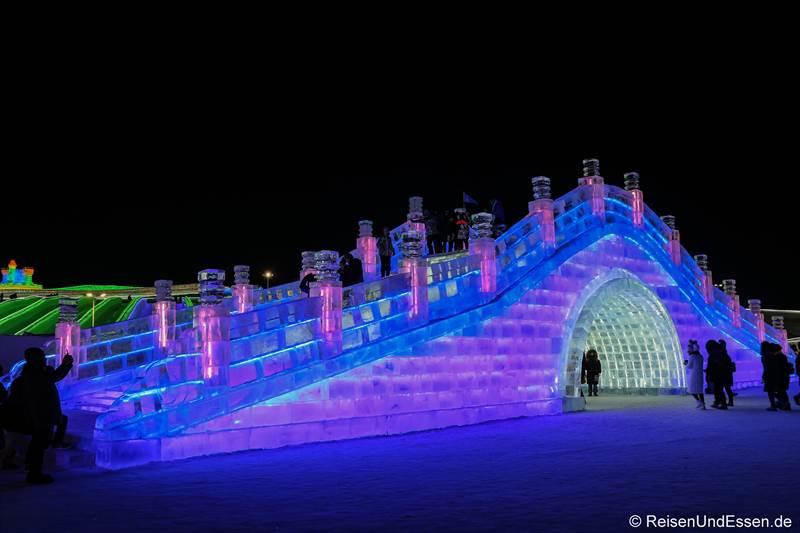 Brücke beim Eisfestival in Harbin