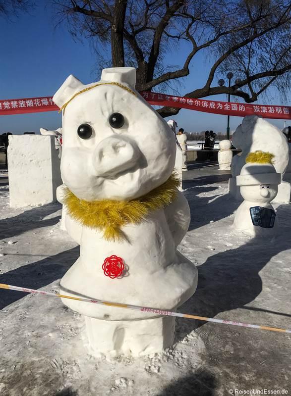 Schwein beim Schneefestival in Harbin