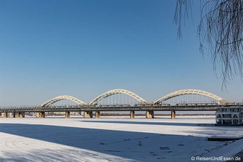 Brücke über den Songhua-Fluss