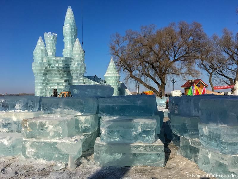Aufbau für das Eisfestival in Harbin