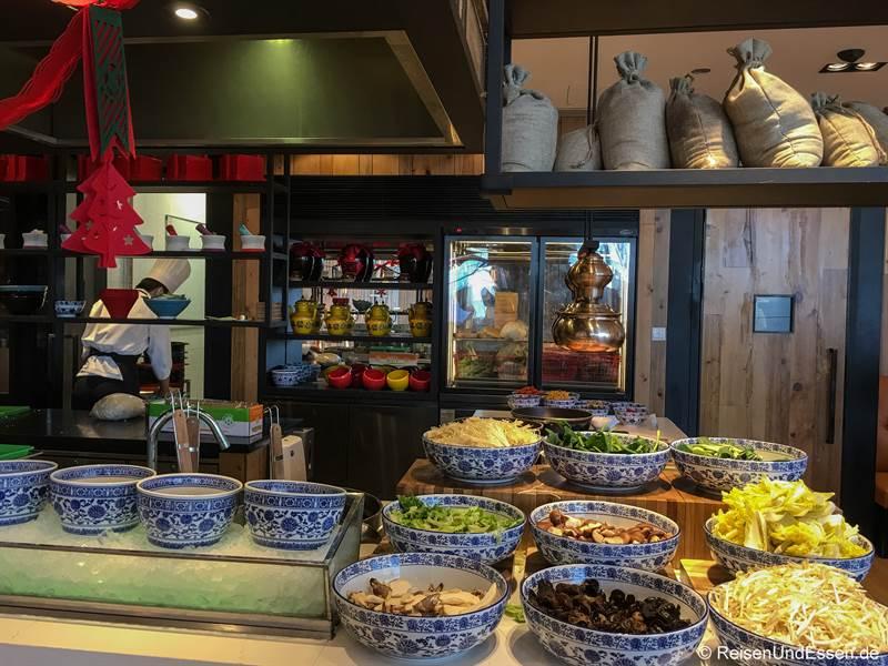 Zutaten für Nudelsuppe im Hotel Shangri-La