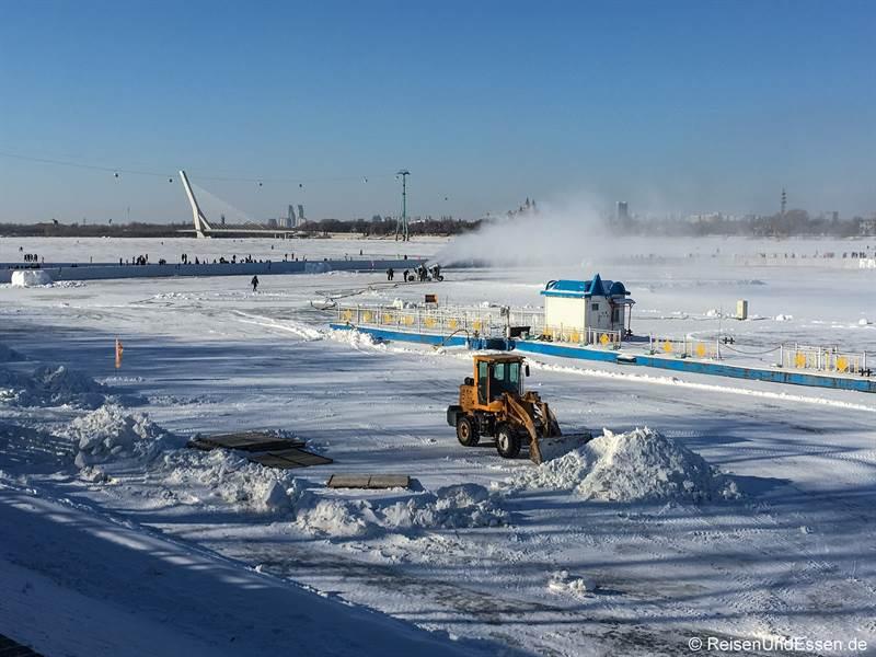 Aufbauarbeiten für das Eis- und Schneefestival in Harbin