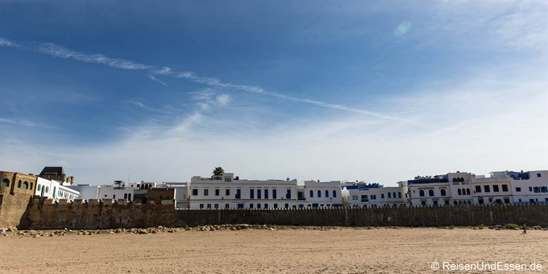 Blick vom Strand auf Asilah