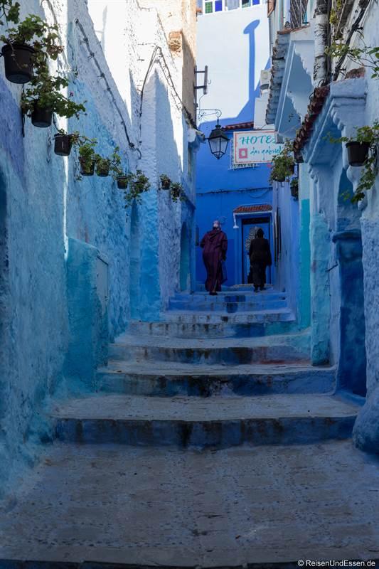 Frauen in der blauen Stadt